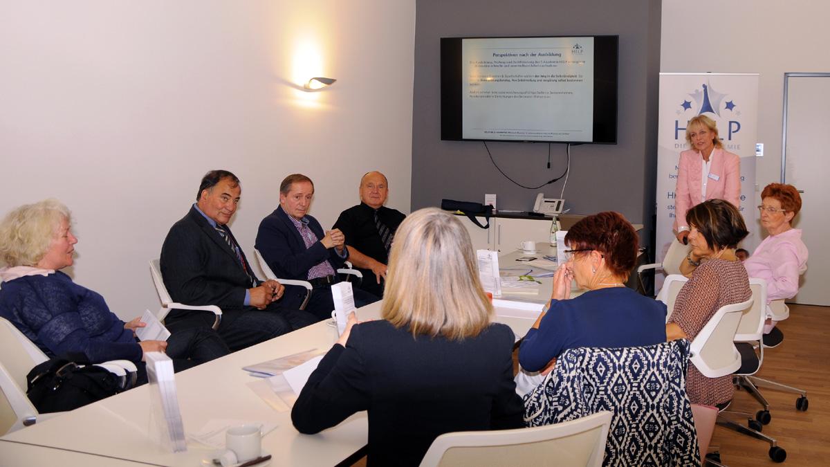 Informations- &Seniorenassistenz Schnuppertage der Akademie HELP